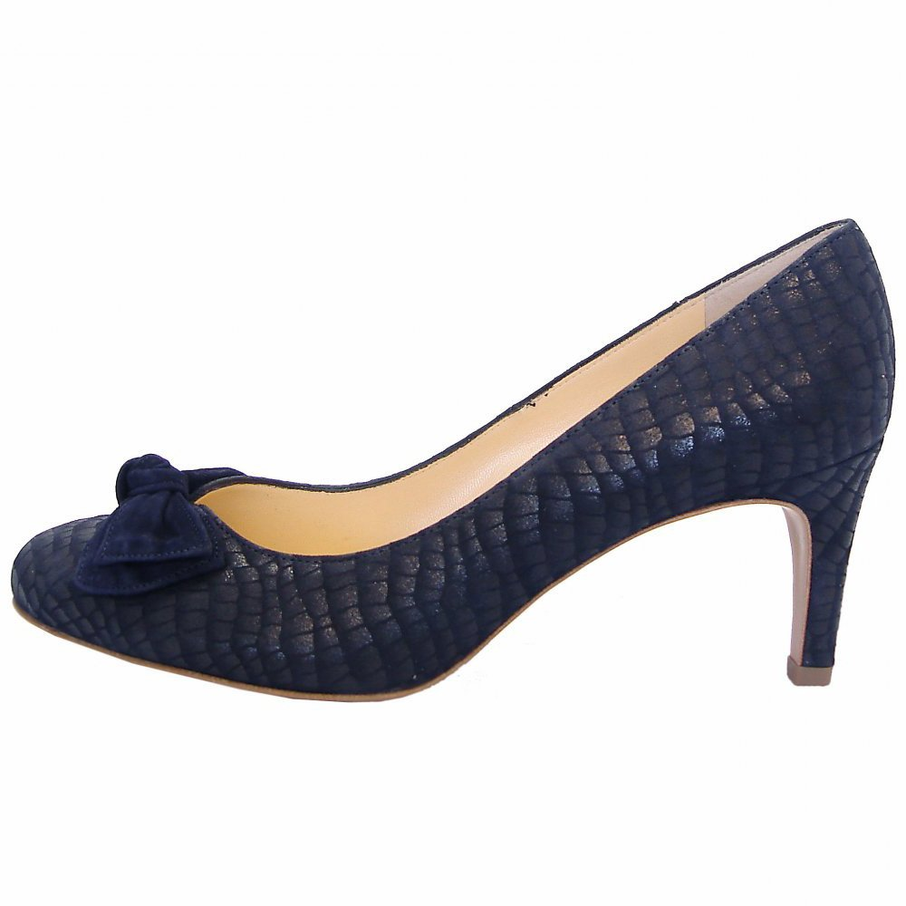 Look great in Navy Blue Shoes. Put your feet into Women's Navy Blue Shoes, Men's Navy Blue Shoes and others at Macy's.
