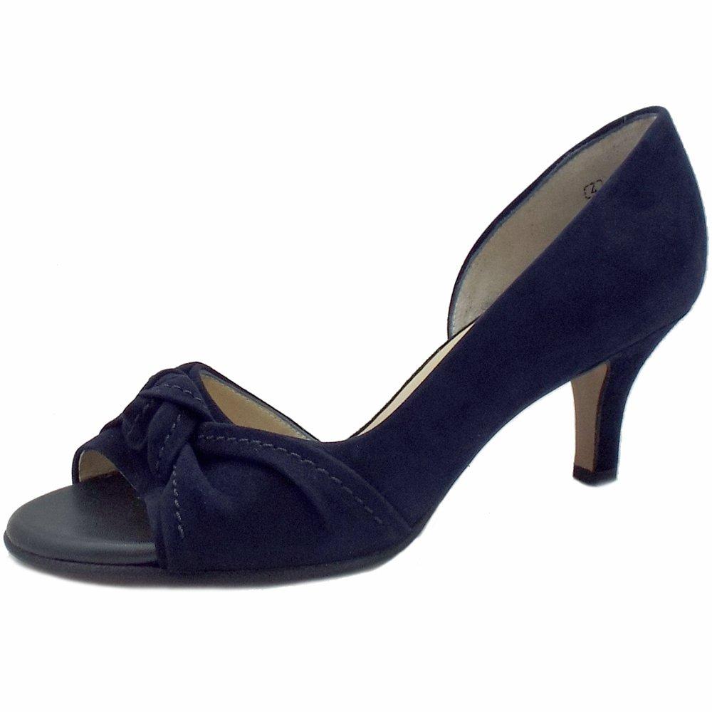 Open Toe Shoes In Winter Wedding