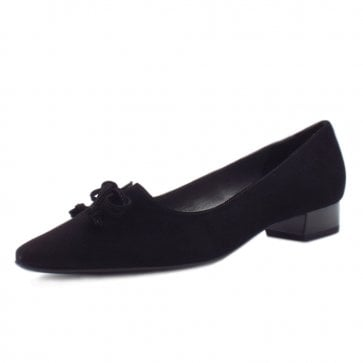 Lizzy Pointed Toe Low Heel Shoes In Black Suede