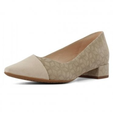 Pia Pump in Sand Suede
